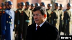 为被捕少年行动辩解的土耳其总理达武特奥卢