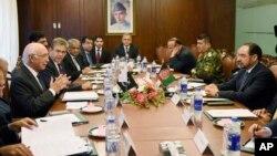 Cố vấn An ninh Quốc gia Sartaj Aziz của Pakistan hội đàm với Bộ trưởng Ngoại giao Afghanistan Salahuddin Rabbani tại Bộ Ngoại giao ở Islamabad, Pakistan, ngày 13/8/2015.