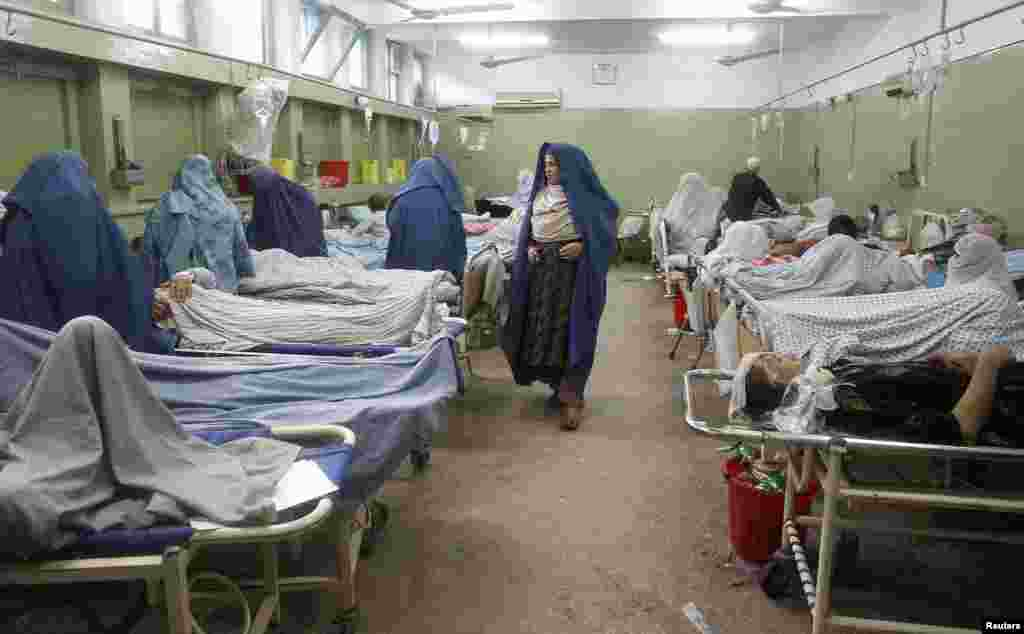 Survivors of an earthquake receive medical treatment at a hospital in Jalalabad province, Afghanistan, April 24, 2013.