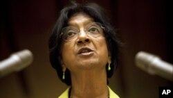 """La Alta Comisionada de la ONU para los Derechos Humanos, Navi Pillay, aplaudió la apertura migratoria de Cuba, pero los animó a """"abrir más"""" el país."""