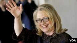 Mantan Menlu AS, Hillary Rodham Clinton menjadi tokoh politik yang paling banyak disukai di Amerika dalam survei Universitas Quinnipiac 8/2 (foto: dok).
