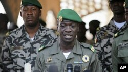 Mali's junta leader Captain Amadou Sanogo speaks during a new news conference at his headquarters in Kati, April 3, 2012.