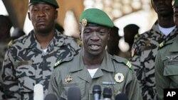 Captain Amadou Sanogo, who led coup in Mali (2012 photo)