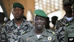 Mali's junta leader Captain Amadou Sanogo speaks during news conference at his headquarters, Kati, April 2012 file photo.