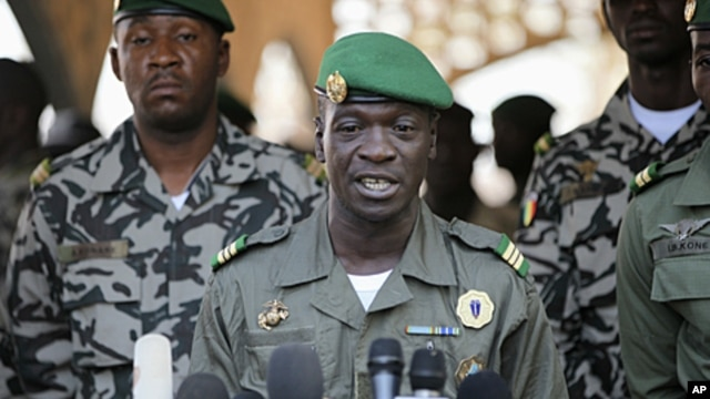 Captain Amadou Sanogo, who led coup in Mali (2012 photo)
