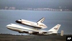 Pesawat ulang alik Endeavour terbang dari Kennedy Space Center milik NASA di Florida, tepi Samudera Atlantik. (Foto: Dok)