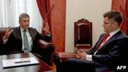 Ministri inostranih poslova Srbije i Austrije Vuk Jeremić i Mihael Špindeleger na pocetku sastanka u Beogradu.