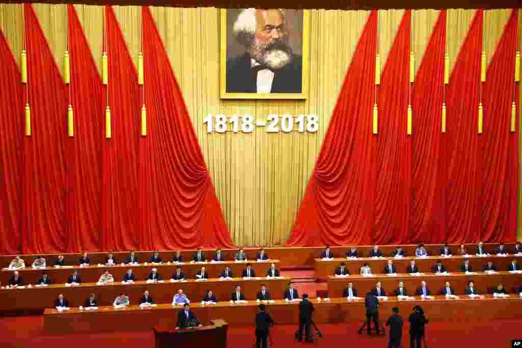 """2018年5月4号,中国国家主席习近平在北京人民大会堂纪念马克思诞辰200周年活动中讲话。习近平说:""""马克思主义不仅深刻改变了世界,也深刻改变了中国""""。许多反共者也同意这句话,但他们认为这是坏的改变。"""
