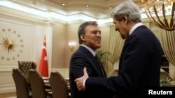 ABD Dışişleri Bakanı John Kerry 1 Mart'ta Türkiye ziyareti sırasında görüştüğü Cumhurbaşkanı Abdullah Gül'le