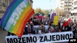 Участники гей-парада в Белграде.