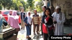 Dwi Wulandari, Minggu siang (19/5) tiba di kampung halamannya di Blitar. (Courtesy: Migrant Care)