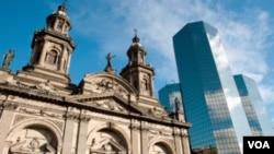 La cancillería chilena aseguró que todos los funcionarios están a total disposición de los tribunales, al igual que todos los chilenos.