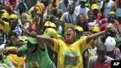 Supporters of the Tanzanian ruling party, Chama Cha Mapinduzi (CCM), cheer as the party's presidential candidate, Jakaya Kikwete, not in picture, addressed a campaign rally in Dar-es-Salaam, 27 Oct 2010