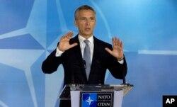 ເລຂາທິການອົງການເນໂຕ ທ່ານ Jens Stoltenberg ກ່າວ ໃນກອງປະຊຸມ NATO ທີ່ສູນກາງໃຫຍ່ ໃນນະຄອນ Brussels, 8 ຕຸລາ, 2015.