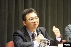 台灣國家發展委員會產業發展處處長詹方冠 (美國之音張佩芝 拍攝)