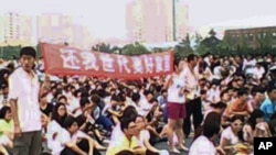 大连居民打着抗议PX项目的横幅