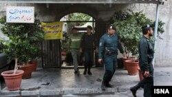 حضور نیروی انتظامی در رستورانهای فرحزاد تهران - عکس آرشیوی است.