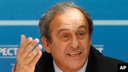 Michel Platini lors d'une conférence de presse à Monaco, Aout 2015 (AP)
