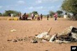 Wanawake wakitafuta maji karibu na kambi ya Dadaab