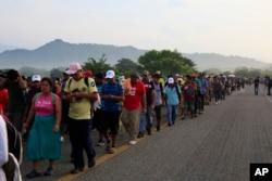 Караван мигрантов из стран Центральной Америки, движущийся к границе Мексики с США, 27 октября 2018 года