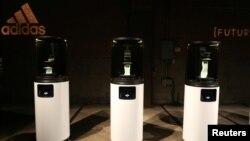 Carbon 3D printer နဲ႔ Adidas အတြက္ Futurecraft ဖိနပ္ေအာက္ခံ ထုတ္လုပ္ေနတာျဖစ္ပါတယ္။