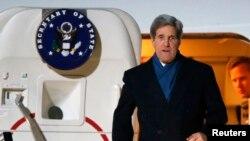 Джон Керри прибыл в аэропорт Тегель. Берлин, Германия. 25 февраля 2013 года