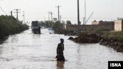 بارندگی های اخیر باعثشکسته شدن سیل بند، شهر مرزی «رفیّع»با ۱۰۰۶ خانوار در مجاورت تالاب هورالعظیم شده است.