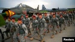 150 tentara AS yang berbasis di Italia saat diberangkatkan menuju Polandia untuk latihan militer bersama (foto: dok).