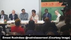 Josefa Sacko, commissaire de l'Union Africaine (UA) pour l'économie rurale et l'agriculture, au center, intervient lors du forum sur la révolution verte à Abidjan, Côte d'Ivoire, 7 septembre 2017.(Tiwtter/Ernest Ruzindaza @ruzindazaernest)