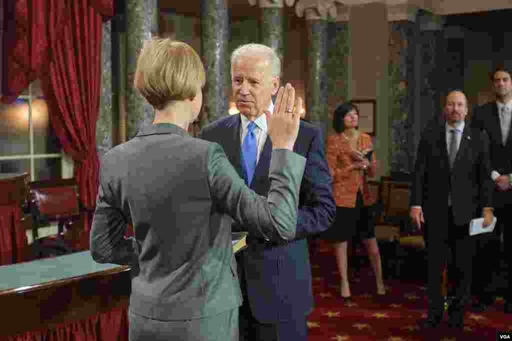 Vice President Joe Biden administers the Senate Oath during a mock swearing in ceremony on Capitol Hill in Washington, January 3, 2013, as the 113th Congress officially began.