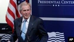 جرج دبلیو بوش، ۷۰ ساله، چهل و سومین رئیس جمهوری آمریکا بود.