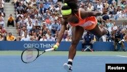 Đương kim vô địch giải Mỹ Mở rộng Serena Williams để thua tay vợt Ý lần đầu tiên trong năm lần giao đấu trong suốt sự nghiệp.