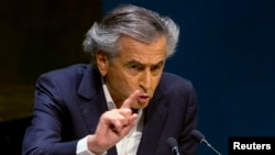 Penulis dan filsuf Perancis Bernard-Henri Levy dalam pertemuan mengenai peningkatan anti-semitisme di Majelis Umum PBB di New York (22/1). (Reuters/Brendan McDermid)