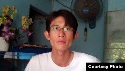 Blogger Đinh Nhật Uy bị bắt từ ngày 15/6 sau khi bắt đầu chiến dịch vận động trên trang Facebook cá nhân, kêu gọi trả tự do cho em trai Đinh Nguyên Kha hiện đang thọ án 4 năm tù về tội danh 'tuyên truyền chống chính phủ'