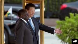 中國國家主席習近平2014年8月25日在北京歡迎津巴布韋總統穆加貝的儀式上