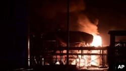 火球在山東省東營工業區燃燒