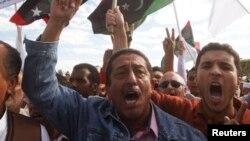 2013年11月15日在黎波里: 利比亚抗议示威要求民兵组织离开