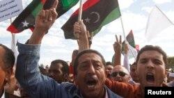 Trablus'ta milislerin çekilmesini isteyen göstericiler