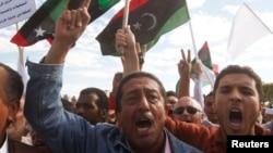 2013年11月15日在黎波里﹐利比亞抗議示威要求民兵組織離開。