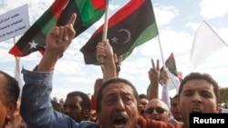 Waandamanaji wakiandamana kutoa wito kwa wanamgambo kuondoka mjini Tripoli, November 15, 2013