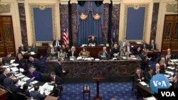 Suasana sidang pemakzulan Presiden Trump. (Foto: videograb). Para anggota Senat AS, akan melangsungkan pemungutan suara mengenai apakah akan memakzulkan Trump, Rabu siang (5/2).