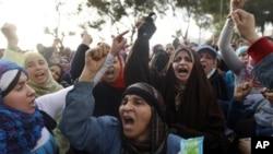 Les manifestants exigent le départ du président Moubarak