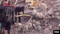 Buscas nos escombros do prédio que desabou