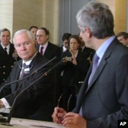 US Defense Secretary Robert Gates, French Defense Minister Herve Morin at a news conference in Paris, 10 Feb. 2010