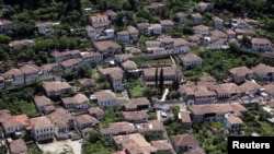 Berat, cách thủ đô của Albani 140 km, là một địa điểm Di sản Thế giới được UNESCO công nhận.
