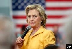 Cử tri Mỹ tỏ ra không tin tưởng bà Hillary Clinton.