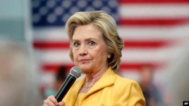 Hillary Clinton también debe divulgar los mensajes electrónicos enviados desde su servidor privado durante su periodo como Secretaria de Estado.
