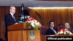 Турецький президент Реджеп Таїп Ердоган виступає на сесії пакистанського парламенту