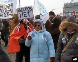 """2月4日莫斯科反政府游行中的标语,大意是:""""(总统大选中)没有选择"""""""