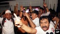 Các thế hệ lớn tuổi hơn có xu hướng ủng hộ cựu tướng lãnh quân đội Prabowo Subianto